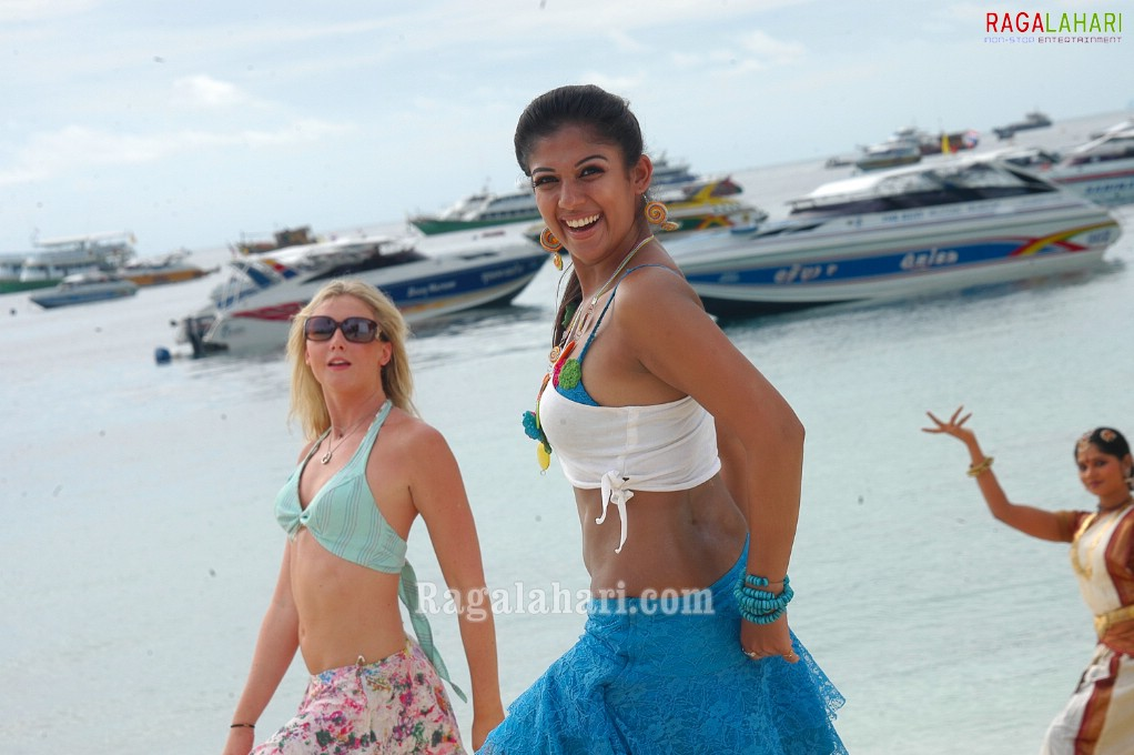 Nayanthara In Villu With Two Piece  Hot Naval And Boobs -9491